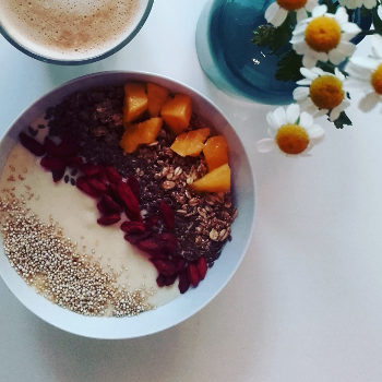 fruehstuecks smoothie bowl lykke allergikercafe berlin